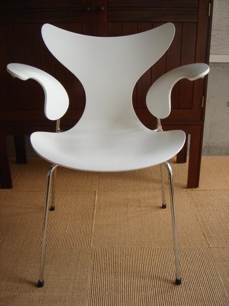 Timeless Lily Arne Jacobsen